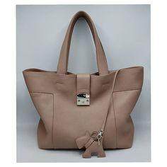 La borsa Dany extra large realizzata su misura con portachiavi. Sempre attuale  . . . #cevalebag  #danytechbag  #pellemartellata #hitechnologies  #artisanal #leathergoods #musthave #romaitaly #handmade Inspirational, Tote Bag, Instagram, Fashion, Moda, La Mode, Carry Bag, Tote Bags, Fasion