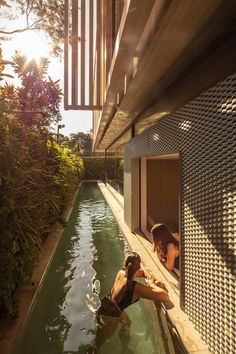 Modern architecture house design with minimalist style and luxury exterior and interior and using the perfect lighting style is inspiration for villas mansions penthouses Small Backyard Pools, Backyard Pool Designs, Swimming Pool Designs, Swimming Pools, Moderne Pools, Small Pool Design, Casa Patio, My Dream Home, Exterior Design