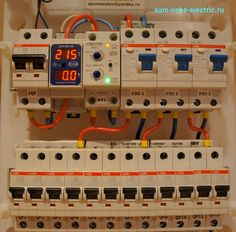 Сборка электрощитов на заказ Basic Electrical Wiring, Electrical Circuit Diagram, Electrical Engineering, Battery Charger Circuit, Electronic Workbench, Electric House, Electrical Installation, Wood Interiors, Diy Electronics