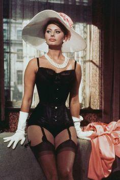Sophia Loren Style, Sophia Loren Images, Lingerie Shop, Vintage Lingerie, Pin Up Lingerie, Hollywood Lingerie, Old Hollywood Glamour, Pinup, Divas