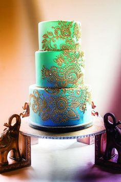 Metallics and glitter is so hot right now. Use one of these trends to accent your cake. Credit: Hazelwood Photo