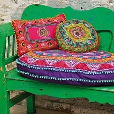 Love the pillows with a purple bench!