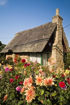 thatched cottage in Carmel, California; photo by Richard Nowitz my dream house! Tudor Cottage, Cottage Living, Cottage Homes, Garden Cottage, Fairytale Cottage, Storybook Cottage, Little Cottages, Cabins And Cottages, Country Cottages