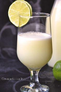 Esta limonada la vi en  Our Best Bites , mepareciódeliciosa y me puse hacerla en la thermomix.  Para ello heutilizadolimas con la pie...