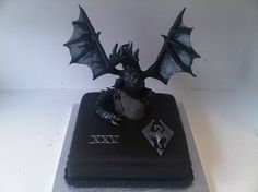 25 Most Delicious Video Game Cakes You Will Ever See Dragon Birthday, My Birthday Cake, Birthday Ideas, Dragon Party, 12th Birthday, Beautiful Cakes, Amazing Cakes, Video Game Cakes, Video Games