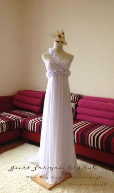 Hochzeitskleider - Weiß einer Schulter Brautkleider, casual Kleider - ein Designerstück von ZitaaYoung bei DaWanda