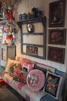 Lente Brocante Dagen - Caatje Antiek & Brocante Shabby Cottage, Cottage Chic, Cottage Style, Shabby Chic, Rustic Room, Creation Couture, Dream Decor, Home Decor Accessories, Home Decor Inspiration