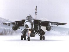 Jaguar in the snow Military Jets, Military Weapons, Military Aircraft, New Aircraft, Fighter Aircraft, Fighter Jets, Photo Avion, Pajero Sport, Royal Air Force