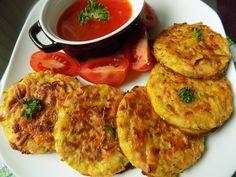 Květák, sýr a šunku nastrouháme. Pórek nakrájíme na drobno. Spojíme s vejci, kořením, moukou a bylinkami podle chuti.Plech s pečicím papírem...