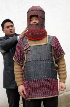 A reconstruction of Han armor based on the armor of the terracotta soldiers. Again, note the cuirass.