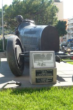 "Statue of William Grover "" Williams"" , first winner of the Monaco Grand Prix in 1929 . ."
