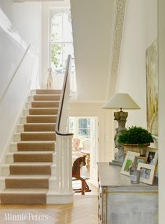 Maybe white stairs and banisters to match molding. Only wood stain railing. Carpet runner of course Home, Entry Stairs, Victorian Hallway, Staircase Design, Interior Architecture Design, Foyer Decorating, White Stairs, Carpet Stairs, Stairs