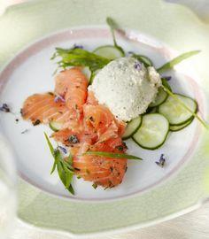 Frischer geht's kaum: Lachs selbst beizen ist leichter als gedacht und schmeckt köstlich! Da hat fertig gekaufter Graved Lachs keine Chance mehr!