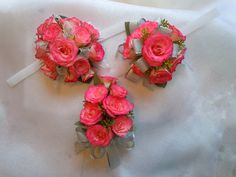 Sweetheart roses in two styles: Wrist corsage and pin on corsage Love Flowers, Wedding Flowers, Corsage Wedding, Wrist Corsage, Bridezilla, Floral Crown, Flower Arrangements, Wedding Decorations, Floral Wreath