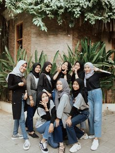 Street Hijab Fashion, Ootd Fashion, Fashion Outfits, Casual Hijab Outfit, Ootd Hijab, Best Friend Pictures, Bff Pictures, Boyish Outfits, Boy And Girl Best Friends