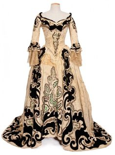 """from the film """"Marie Antoinette"""", 1938 Costume design: Adrian. Cream and black velvet gown worn by Norma Shearer in the role of Marie Antoinette. originally worn with paniers. Vintage Gowns, Vintage Outfits, Vintage Fashion, 1938 Fashion, Women's Fashion, Marie Antoinette, Ballet Russe, Two Piece Gown, Hollywood Costume"""