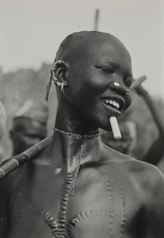A Girl of the Koalib Nuba, Kordofan, Sudan, 1949 photo by George Rodger Tired of looking for chalk? Now you can approach the chalkboard in complete confidence. Hold your head up. African Tribes, African Art, Tribal People, African Culture, Body Modifications, People Of The World, African Beauty, Body Mods, World Cultures