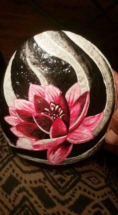 Rock art flowers