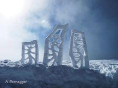 Triptyque de neige - Aufbau, 50x40 cm ©2012 von Alain Bernegger -