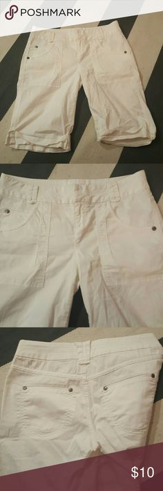 DKNY 6 white bermuda shorts size 6 no rips tears or stains DKNY Shorts Bermudas