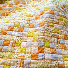 It's a grey old day here so I'm netflix and stitching #heatherross #handquilting #aurifil #netflixandstitch