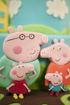 Peppa Pig Cake This is simply adorable! My little guy loves Peppa Pig! Character Cakes, Pig Character, Cumple Peppa Pig, Peppa Pig Family, Fondant Figures, Cake Fondant, Cake Decorating Courses, 2 Birthday Cake, Pig Party