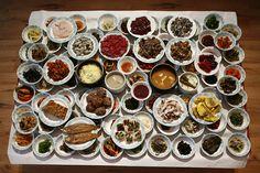남원집 순창읍 순화리 216-2 063-653-2376 12:00~18:00 최소 수십일전 예약을 통하여 상을 받을수있다. 그만큼 설명이 필요없이 추천하는 한정식집으로 매일 아침 7시면 담양에 들려서 사온 Chef Recipes, Wine Recipes, Cooking Recipes, Korean Dishes, Korean Food, No Cook Meals, Food To Make, Good Food, Food And Drink