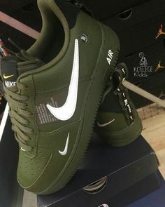 online retailer 424ee 6813f  TRUUBEAUTYS💧 Crazy Shoes, Me Too Shoes, Green Nike Shoes, Air Force