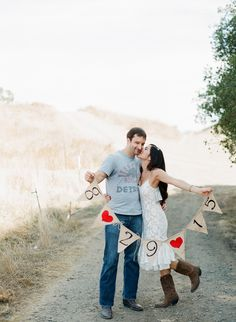 Engagement photo idea: Hold a hand painted burlap sign with your wedding date on it.
