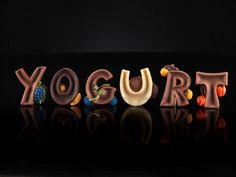 Stampo Alfabeto LETTERE MAIUSCOLE decorate con frutta. Stampo multi impronta per realizzare le forme delle lettere dell'alfabeto di cioccolato, zucchero, gelato per personalizzare le torte scrivendo nomi e dediche. Ogni lettera ha un decoro di frutta incorporato.Con la lavorazione del cioccolato l'esperto consiglia:Per vitare la formazione di bollicine e un' ottima riuscita del prodotto si consiglia di far vibrare molto lo stampo dopo averlo riempito con il cioccolato.