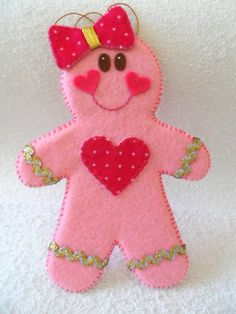 how adorable is this little cutie? Love the pink gingerbread girl! Valentine Crafts, Christmas Projects, Felt Crafts, Holiday Crafts, Valentines, Gingerbread Ornaments, Felt Christmas Ornaments, Christmas Gingerbread, Christmas Sewing