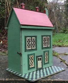 Lovely-Vintage-Small-Hand-Made-Dolls-House-for-Restoration