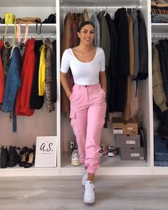 Outfit video from Videos Cargo Pants outfit! Cargo Pants Outfit, Cargo Pants Women, Pants For Women, Women's Pants, Joggers Outfit, Adidas Pants, Blue Pants, Ankle Pants, White Pants