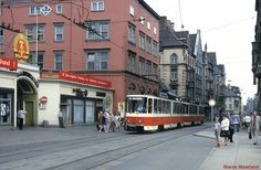 """""""40 Jahre Eisenbahn in Volkeshand!"""" staat er op het gebouw van de Reichsbahndirektion in Erfurt."""