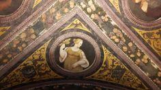 Refettorio davanti alla Cantina.  Affreschi del soffitto di Fogolino.  1532. Castello del Buonconsiglio a Trento.