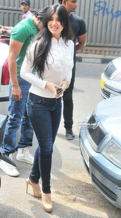 Ayesha Takia Bollywood Actress Hot, Beautiful Bollywood Actress, Bollywood Celebrities, Beautiful Indian Actress, Stylish Dresses, Trendy Outfits, Cute Outfits, Fashion Outfits, Short Girl Fashion
