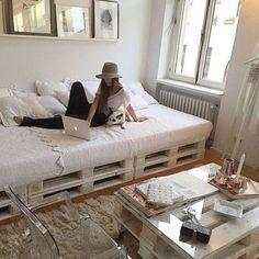 Palettenbett: Ideen für ein Palettenbett - # for # Ideas bed - Diy Pallet Bed, Pallet Ideas, Pallet Couch, Pallet Bed Frames, Wooden Pallet Crafts, Pallet Daybed, Pallet Wood, Deco Studio, Diy Casa