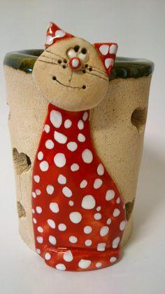 Aromalampa – kočička Aromalampa s kočičkou, vysoká 16 cm – Art – Art is my life. Ceramic Pinch Pots, Ceramic Clay, Ceramic Pottery, Pottery Angels, Ceramic Sculpture Figurative, Clay Cats, Clay Art Projects, Cement Crafts, Keramik Vase