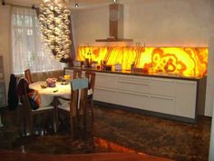 Modern interior design with natural stones looks very attractive, but the natural beauty of onyx make modern interiors spectacular and impressive Kitchen Arrangement, Agate Decor, Natural Stone Fireplaces, Stone Bar, Dining Room Lighting, Dining Rooms, Onyx Marble, Stone Panels, Modern Interior Design
