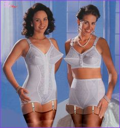 someone could lose an eye! Classic Lingerie, Retro Lingerie, Lingerie Models, Sexy Lingerie, Vintage Girdle, Vintage Underwear, Retro Outfits, Girl Outfits, Nylon Stockings
