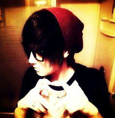 I'm Kev uhhh I am an anti social weirdo. I'm after Ariana tho, she seems pretty cool but who would love a guy like me*smiles bitterly* Cute Emo Guys, Emo Love, Scene Guys, Emo Scene, Emo Girls, Guys And Girls, Emo People, Goth Kids, Emo Outfits