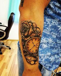 Tatuaj ceas cu flor