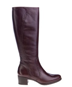 This smart and classic full length boot by Wonders shoes will complete your look this winter. Team it with jeans for a relaxed look or dress it up with opaques and skirts for a more sophisticated look. It has a 5 cm heel. Available in black. Leather upper and leather lining. Made with love in Spain.