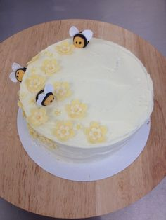 """A """"simple"""" flower birthday with added bees Flower Birthday, Flower Cakes, Simple Flowers, Bees, Desserts, Food, Tailgate Desserts, Meal, Single Flowers"""