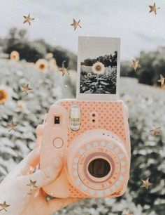 Self portrait photography, vintage photography, photography ideas, photo id Dslr Photography Tips, Self Portrait Photography, Teen Photography, Vintage Photography, Amazing Photography, Photography Flowers, Photography Ideas For Teens, Vsco Photography Inspiration, Polaroid Pictures Photography
