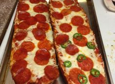 Preheat oven to sprinkle all the topping and cheese you like, and bam a French bread pizza! Try using my Day Old French Bread as the perfect base! Pizza Recipes, Dinner Recipes, Cooking Recipes, Lentil Recipes, Quick Recipes, Bread Recipes, Pain Pizza, Pizza Pizza, Gastronomia