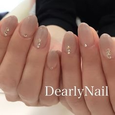 easy nailart on nude nails Gem Nails, Nude Nails, Hair And Nails, Ombre Nail Designs, Colorful Nail Designs, Nail Art Rhinestones, Rhinestone Nails, Asian Nails, Manicure