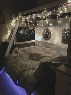 cozy teen girl bedroom fairy lights - dream bedroom decor tips to create a comfy teen girl bedrooms. Post number shared on 20190215 Small Room Bedroom, Bedroom Lamps, Dream Bedroom, Bedroom Lighting, Night Bedroom, Room Lights Decor, Master Bedroom, Budget Bedroom, Bed Rooms