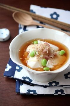生姜入りの冷たいあんをかけて食べる、変わり冷奴。生姜あんはたっぷりが美味しい!