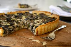A subtly-flavored and almost posh yet rustic mushroom and tarragon tart. Pie Recipes, Cooking Recipes, Easy Recipes, Leek Tart, Mushroom Tart, Savoury Baking, Salty Cake, Summer Recipes, Stuffed Mushrooms